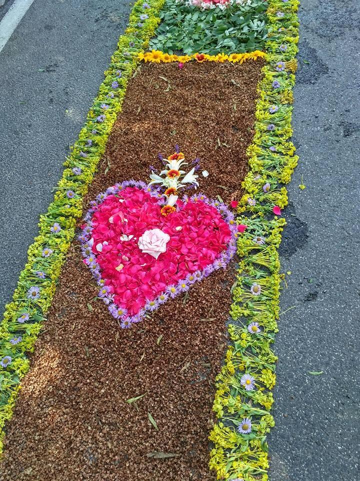 Úrnapi virágszőnyeg Csömörön